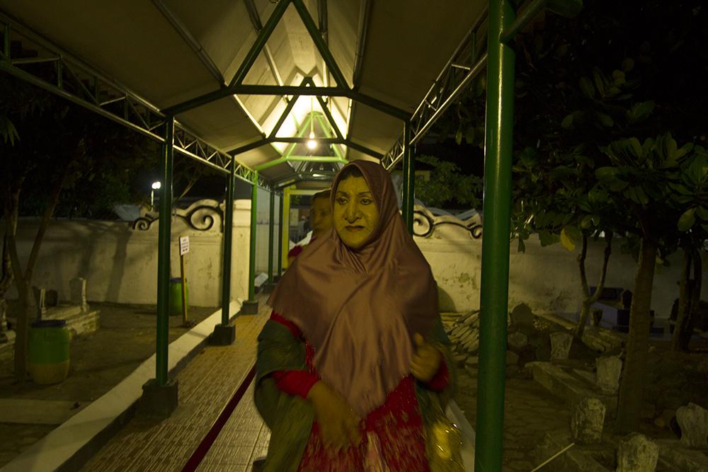 Wisata ziarah ke makam salah satu wali sanga_Nico.jpg