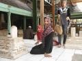 2_Beristirahat sejenak di dalam kompleks Makam Sunan Giri_nico