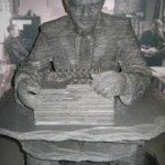 Patung yang menggambarkan usaha Alan memajukan dunia komputer