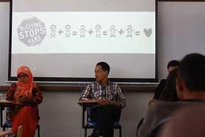 Guru SMA, Anis Fariskhatin (kiri) dan Psikolog Parapancha Hary (kanan), dalam diskui Idaho Yogya