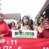 <!--:id-->Eksistensi Waria di Yogyakarta Fashion Week 2012<!--:-->