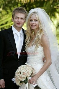 Avril bersama - Deryck Whibley (sumber : canada.com/© Getty Images)