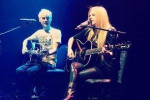 Avril bersama evan taubenfeld (sumber : thefuturisticlovers)