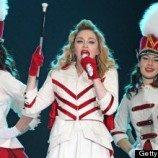 <!--:id-->Madonna Mendukung Hak-hak Gay saat konsert di Rusia<!--:-->