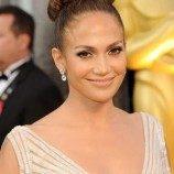 <!--:id-->Dianggap Benarkan Lesbian, Acara TV Jennifer Lopez Diprotes<!--:-->