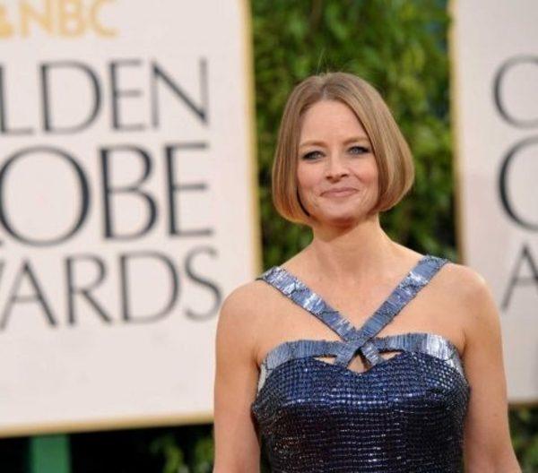 Jodie Foster dalam penampilannya di red carpet Golden Globe 2012 — © seattlepi.com