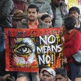 Pemerkosa India Gunakan Batang Besi