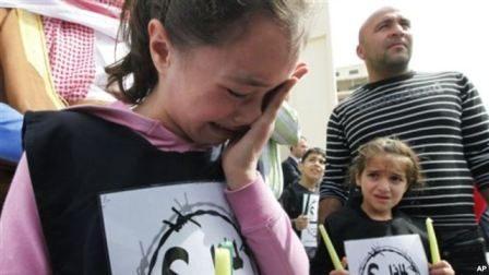 Menurut laporan Yayasan Save the Children, banyak anak yang tiba di kamp-kamp pengungsi tampak trauma (foto: Dok).