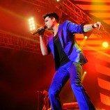 Adam Lambert Terima Penghargaan Dari GLAAD
