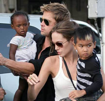 SEGERA MENIKAH. Pasangan Brad Pitt dan Angelina Jolie dalam waktu dekat ini akan melangsungkan pernikahan.
