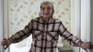 Woelk baru berani menceritakan kisahnya setelah berusia 95 tahun.