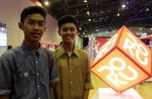 (Iqbal dan Ryan, Pengunjung pameran. Foto : Yatnapelangi/Ourvoice)