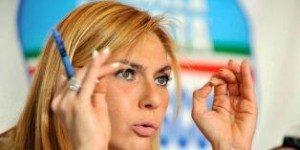 Menteri Persamaan Hak Italia, Michaela Biancofiore yang dipecat sehari setelah dilantik.foto AP.