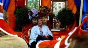 Ratu Waria Ikut Rayakan Pergantian Tahta Belanda