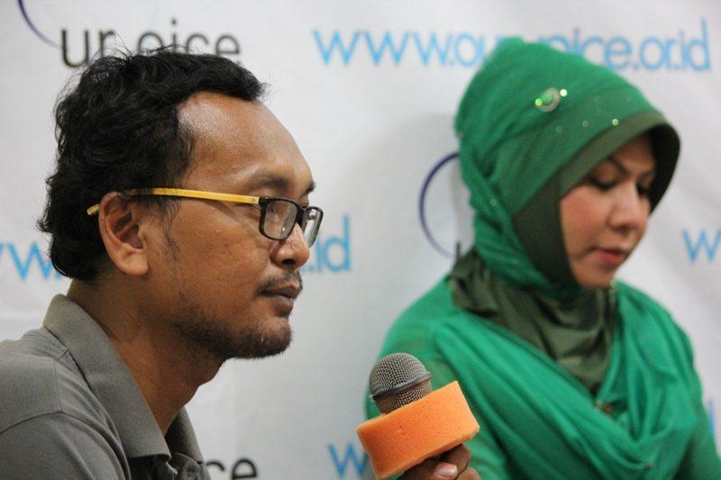 M.Guntur Romli Dan Jen Kattlea (moderator) (Foto: Hartoyo/Our Voice)