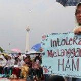 """[Foto] Pemberian Award Bagi Presiden SBY Sebagai """"Miss Prihatin"""""""
