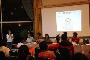 Presentasi Dinita Adriani Putri akan pengaruh proses produksi media.
