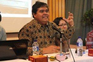 """yanuar Nugroho menyatakan, """"Media di indonesia sangat dipengaruhi oleh Iklan Yang Maha Kuasa"""""""