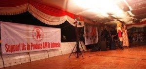 (Malam Renungan Aids Nusantara MRAN 2013, Tugu Proklamasi, Jakarta. Foto : Yatnapelangi/Ourvoice)