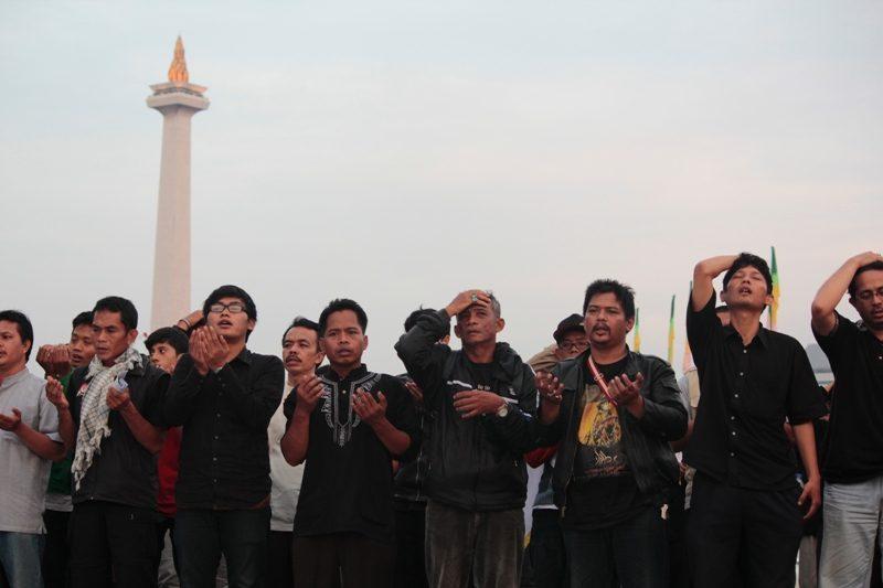 Jemaah Syiah sedang aksi didepan Istana. (Foto: Hartoyo/Our Voice)