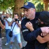 """Demonstran Lempari Peserta """"Pride"""" Montenegro"""