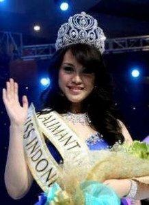 Vania Larissa 17tahun, pemenang Miss Indonesia 2013 asal Pontianak Delegasi Indonesia dalam Miss World 2013 yang akan di Indonesia.