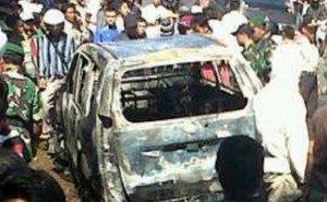 Salah satu mobil terbakar kroban bentrok Ormas dengan warga di Kendal beberapa waktu lalu