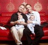 Pasangan gay Inggris tuntut gereja ogah menikahkan mereka
