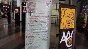 Pameran yang berlangsung di gedung perpustakaan Universitas Indonesia. (Foto : Rikky/ Ourvoice)