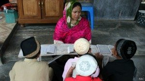 Mantan TKW asal Indramayu, Saodah, kini mengajar mengaji setiap sore di rumahnya.