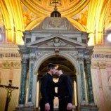 Pameran foto gay bikin Vatikan meradang