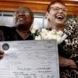 Pasangan Lesbian Membuat Sejarah  Dengan Menikah Di Illinois Lebih Awal Enam Bulan