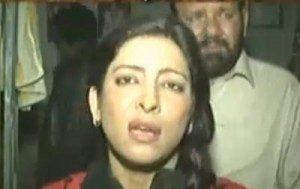 Si Reporter Berita  TV Pakistan  (Sumber:  gaystarnews.com)