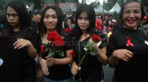 Aksi Waria Surabaya (Sumber: lensaindonesia.com)