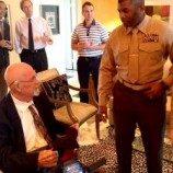 Mendekati Ajal, Gay Marinir Mendapat Gelar Honorable