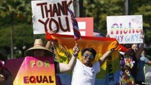 Para pendukung pernikahan sesama jenis merayakan persetujuan Senat negara bagian Hawaii ata pernikahan tersebut pada November 2013. (Reuters/Hugh Gentry)