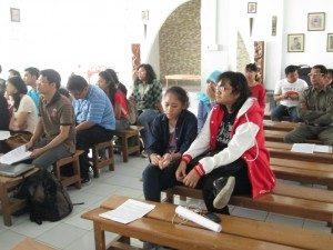 Kurang lebih 40 peserta memadati kapel kampus STTJ dan mengikuti acara diskusi dengan antusias.  Foto oleh: Vicharius Dian Jiwa, wartawan majalah Tambang)