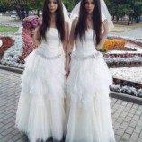 Menikah, Pasangan Kekasih Ini Sama-sama Pakai Gaun Pengantin