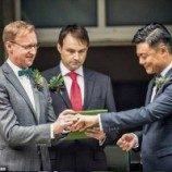 Diplomat Inggris Nikahi Kekasih Gay-nya di China