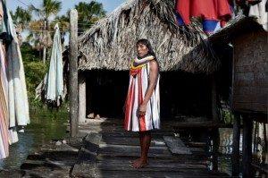Andreas, 39tahun memakai busana tradisional Warao.Foto: Alvaro Laiz/lens.blogs.nytimes.com