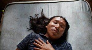 Yoni 16tahun berbaring diperduanya di San Franscisco de Guayo. Foto: Alvaro Laiz/lens.blogs.nytimes.com