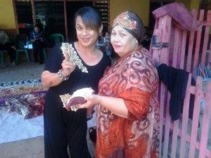 Kikan bersama sang Ibu (Foto: Ardian RH/ HCC Gorontalo)