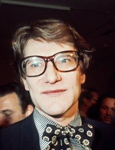 Yves  Saint Laurent (Sumber : http://www.biography.com/people/yves-saint-laurent-9469669#early-years)