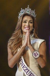 Transgender asal Venezuela, Isabella Santiago, 22, akhirnya dinobatkan sebagai Transgender Tercantik Se-Dunia versi Miss International Queen.foto, ibnlive.in.com