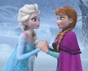 Elsa (kiri) dan Anna (kanan), tokoh utama film Frozen (Sumber : http://i.ytimg.com/vi/VNSWQbqoQAs/maxresdefault.jpg)