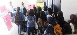 Antrian Di Depan Pintu Ruang Seminar (Foto: Yatna/Suara Kita