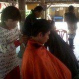Komunitas Waria Yogyakarta  Mengadakan  Potong Rambut Gratis