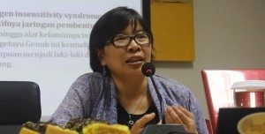 Dokter Agustini Utari, Narasumber  Diskusi  (Sumber : Yatna Pelangi/Suara Kita)