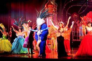 Cabaret Show, salah satu atraksi ladyboy yang menjadi daya tarik wisata Thailand. Foto: travelfish.org