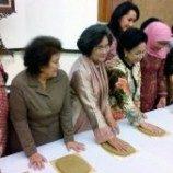 100 Cap Telapak Tangan Pejuang Perempuan Telah Terkumpul